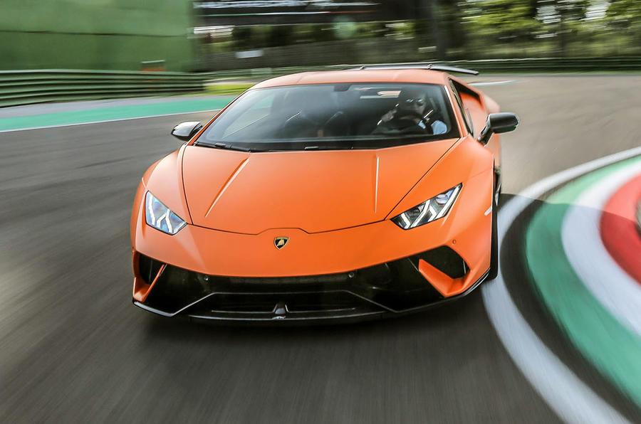 Lamborghini Huracan Performante cornering
