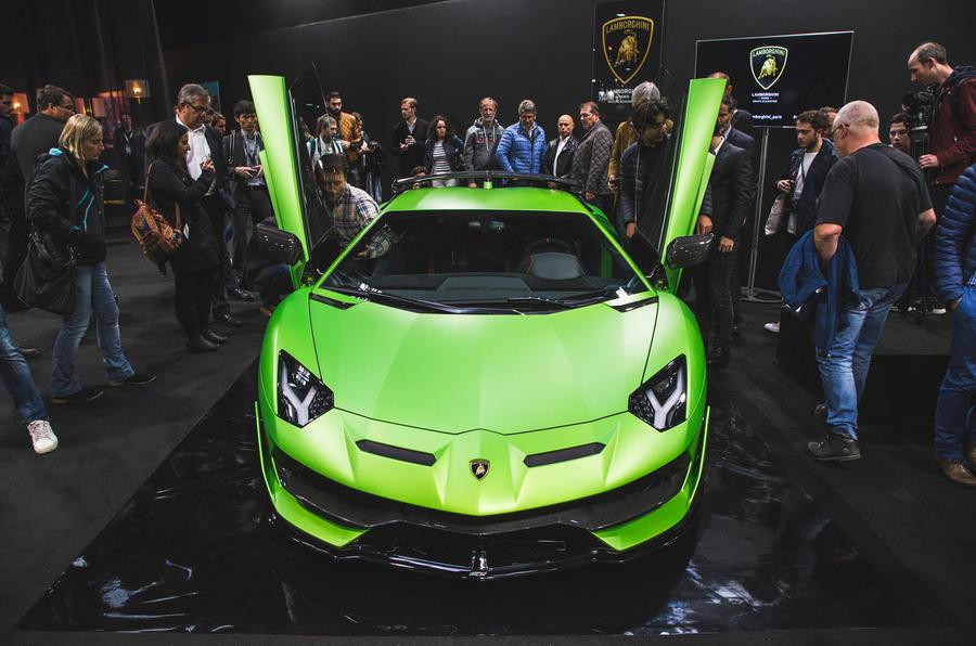 Paris Motor Show Full Report Autocar - Car show floor covering