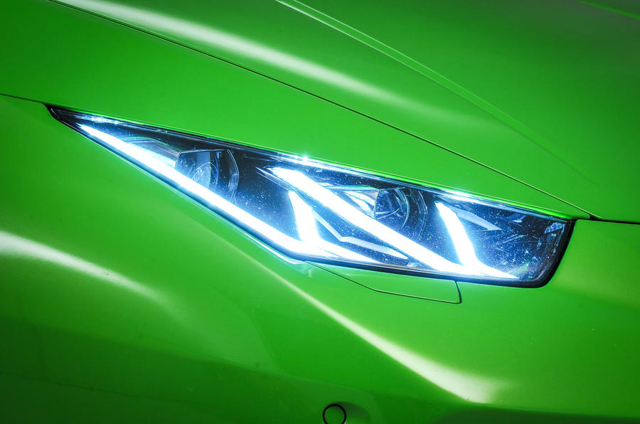 Lamborghini Huracán headlights