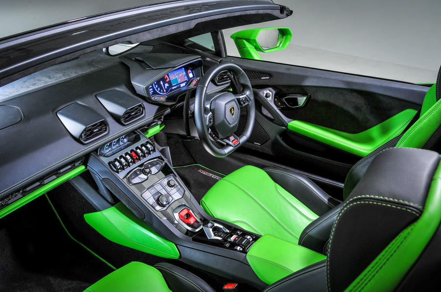 Lamborghini Huracán dashboard