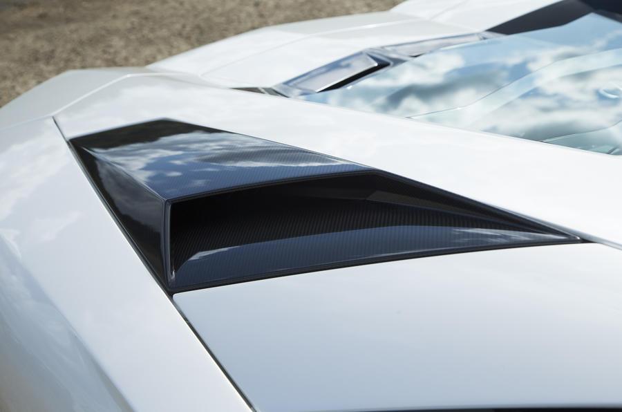 Lamborghini Aventador S engine cooling