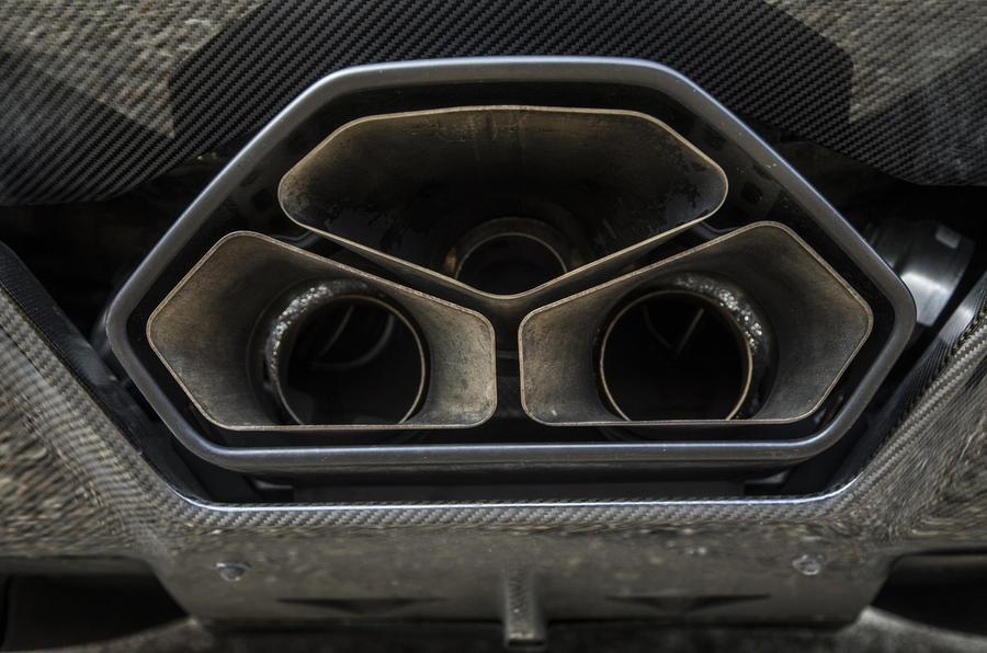 Lamborghini Aventador S triple exhaust
