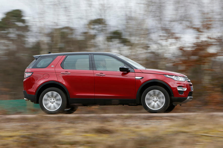 Land Rover Discovery Sport - tracking side