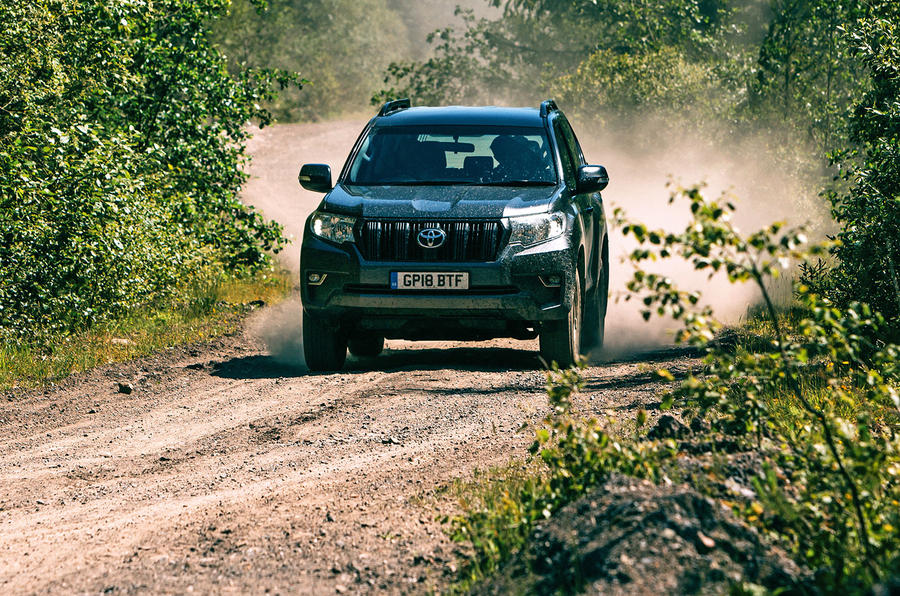 Land Cruiser off-road dust