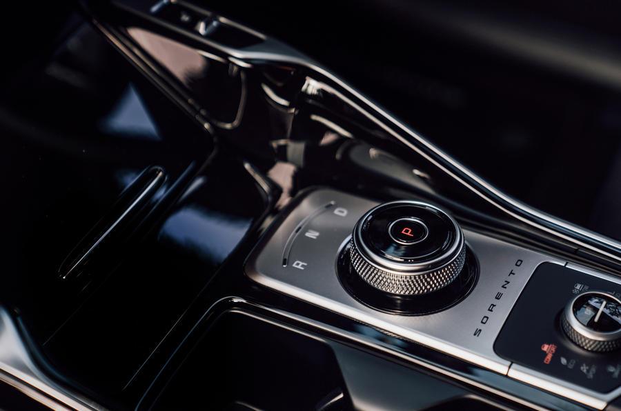 Kia Sorento 2.2 CRDI 2020 UK first drive review - centre console
