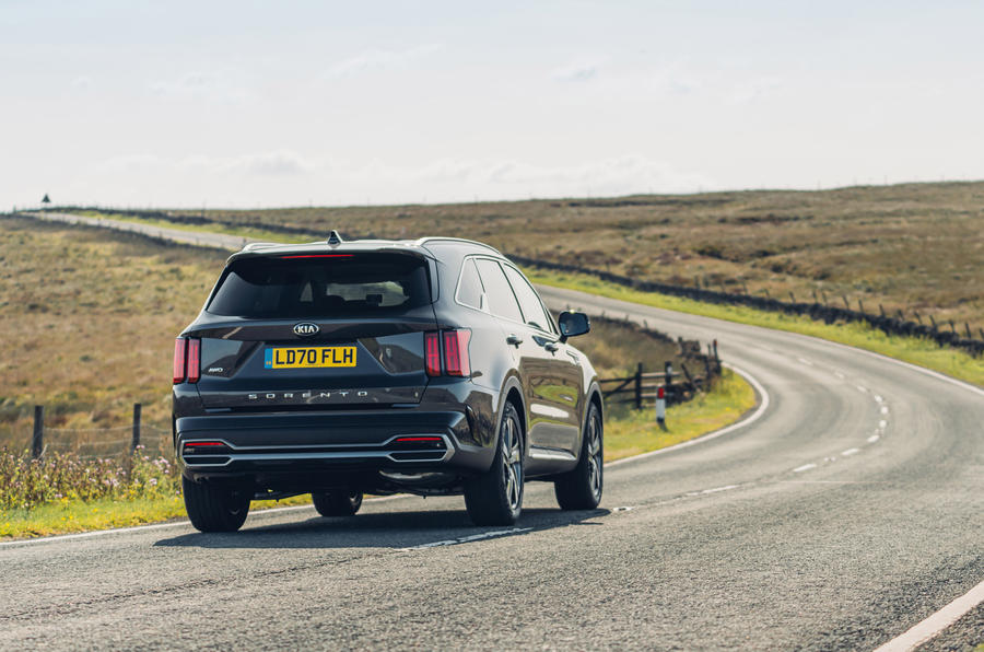 Kia Sorento 2.2 CRDI 2020 UK first drive review - on the road rear