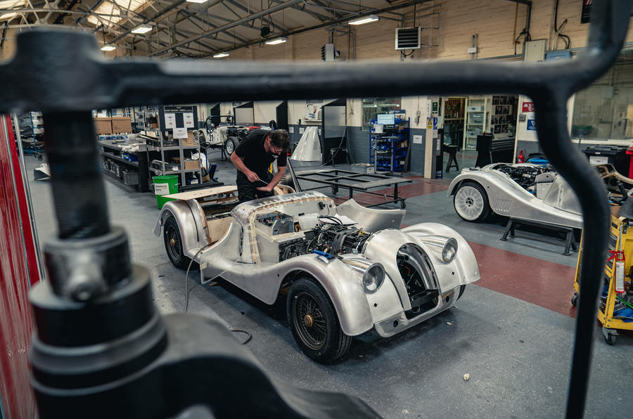 [Actualité] Morgan - Page 2 Last_steel_chassis_morgan_assembly_shop_1