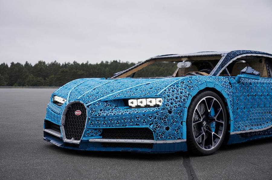 full scale moving bugatti chiron made from lego revealed. Black Bedroom Furniture Sets. Home Design Ideas
