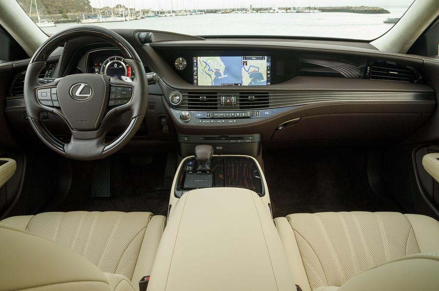 Lexus LS 500h F Sport dashboard