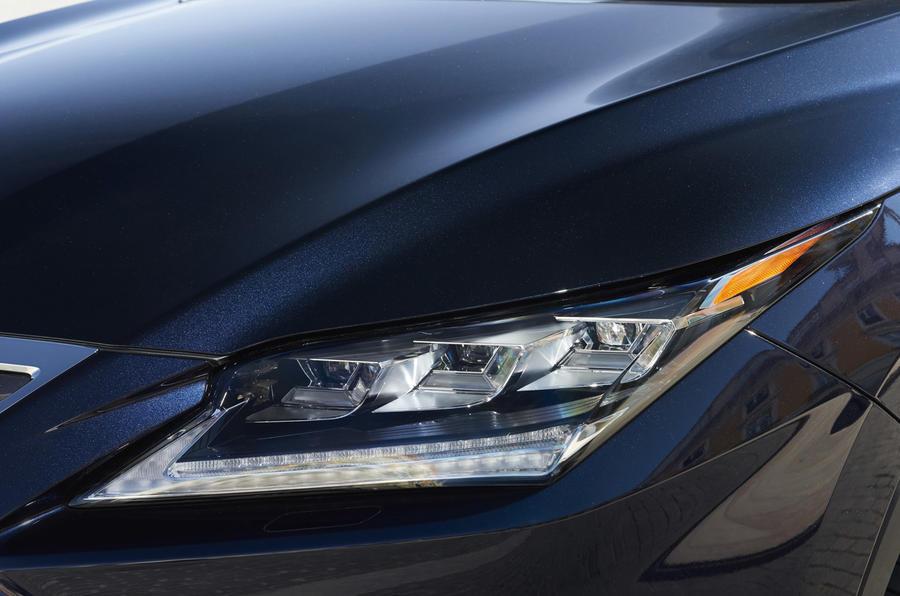 2015 Lexus RX 450h Premier headlamp