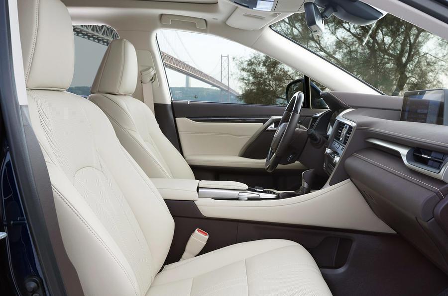 2015 Lexus RX 450h Premier front seats