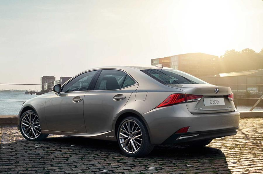 Facelifted Lexus IS