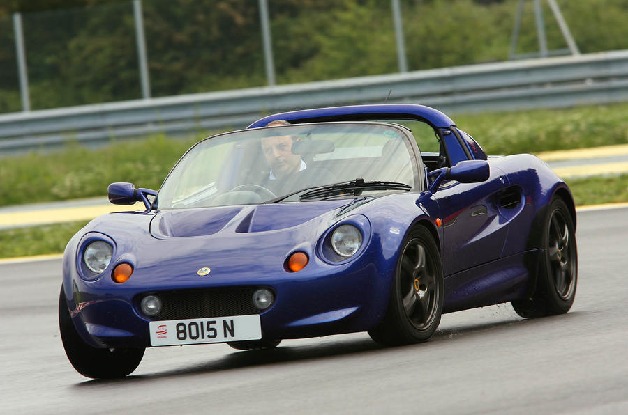 https://www.autocar.co.uk/sites/autocar.co.uk/files/styles/gallery_slide/public/images/car-reviews/first-drives/legacy/lotus-elise-ubg-web005.jpg?itok=7jnw8ghz