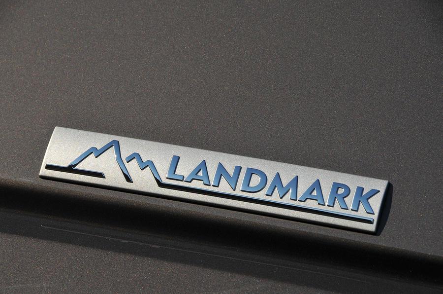 Land Rover Discovery Landmark badge