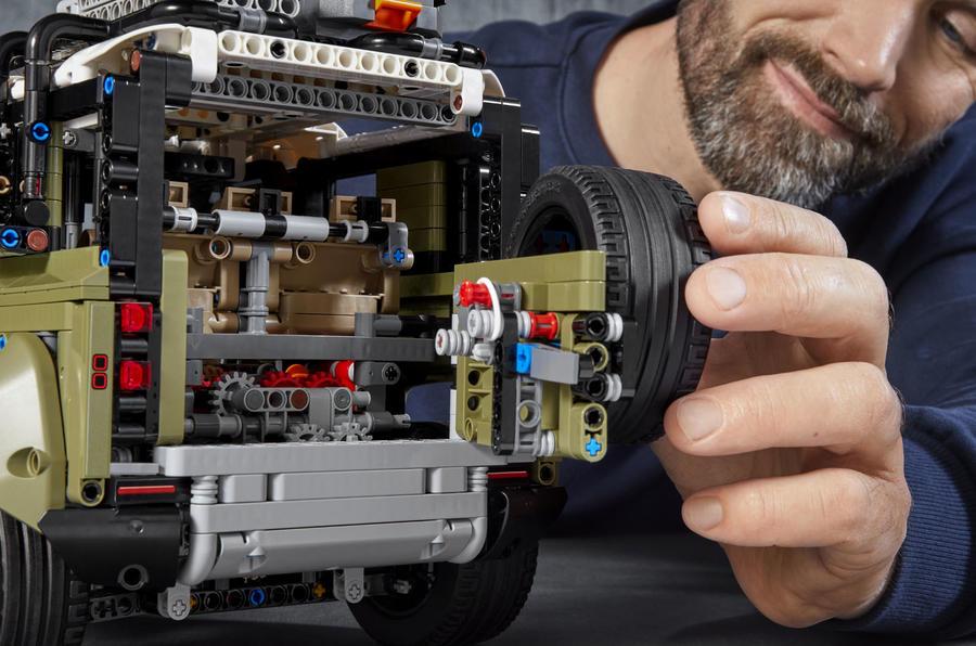 2019 Lego Land Rover Defender revealed