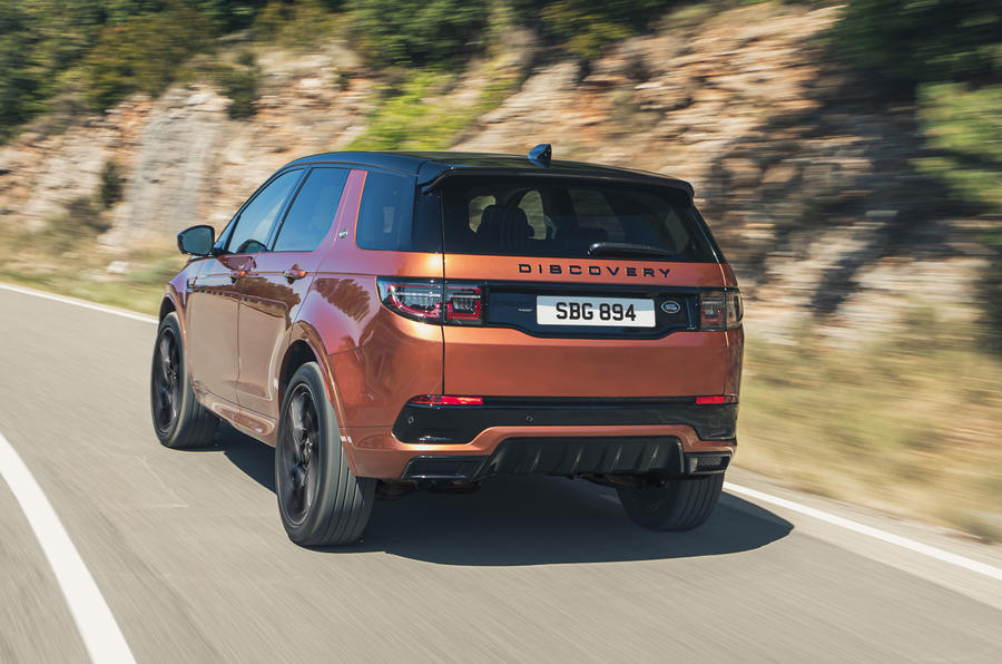 2014 - [Land Rover] Discovery Sport [L550] - Page 13 Lr_dsblack_21my_exterior_260820_04