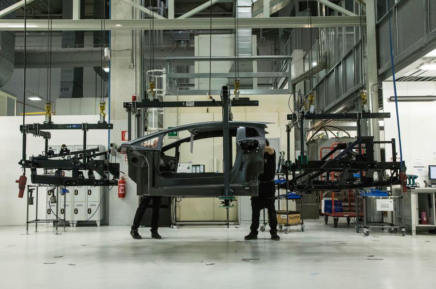 How to repair a crashed Lamborghini Aventador's carbonfibre monocoque
