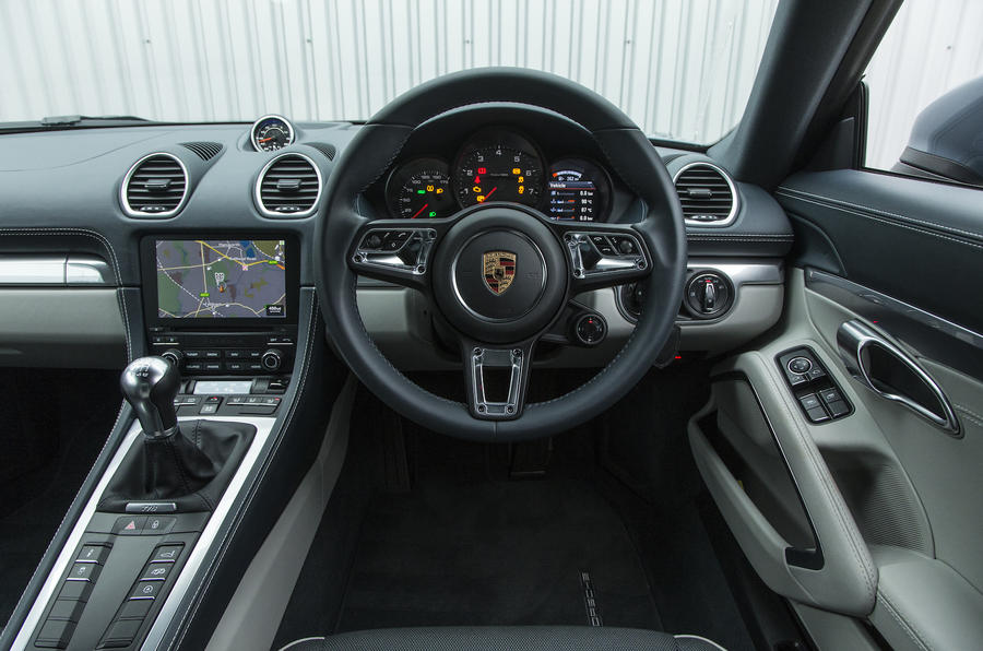 Porsche 718 Cayman dashboard