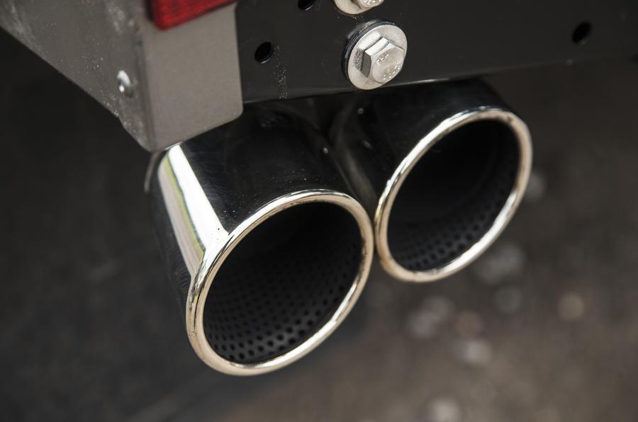 JE Motorworks Zulu 2 chrome twin-exhaust
