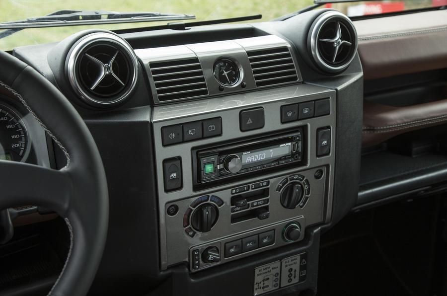 JE Motorworks Zulu 2 centre console