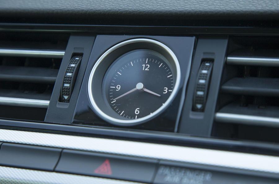 Volkswagen Passat clock