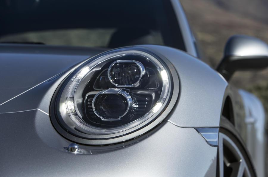 Porsche 911 Carrera headlights