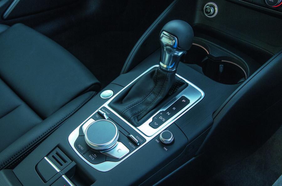 Audi A3 Sportback e-tron gears