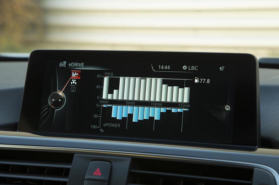 BMW 330e Sport infotainment
