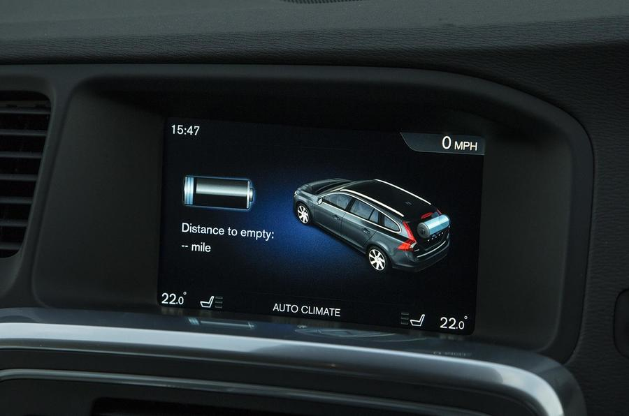 Volvo V60 D5 Twin Engine SE Nav infotainment
