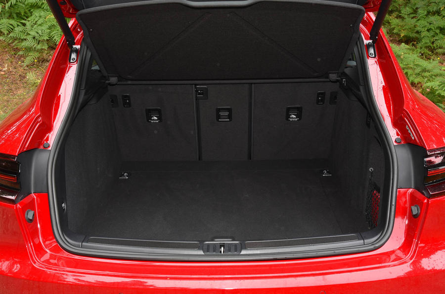 Porsche Macan GTS boot space