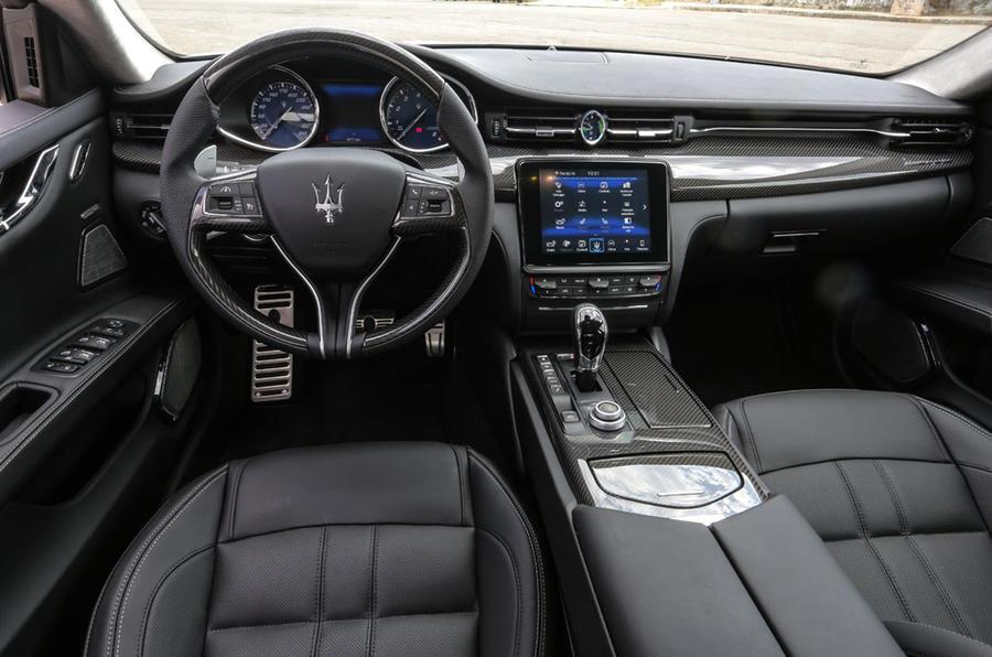Maserati Quattroporte GTS dashboard