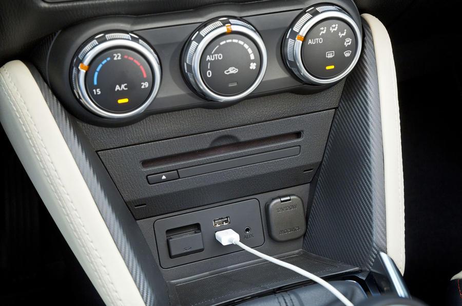 Mazda 2 centre console