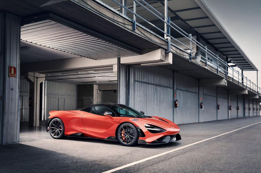 2020 McLaren 765LT - pit lane