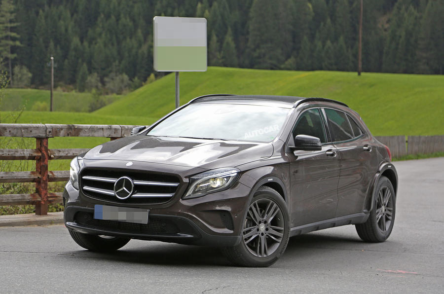 2018 mercedes benz glb crossover first spy shots autocar for Mercedes benz cross over
