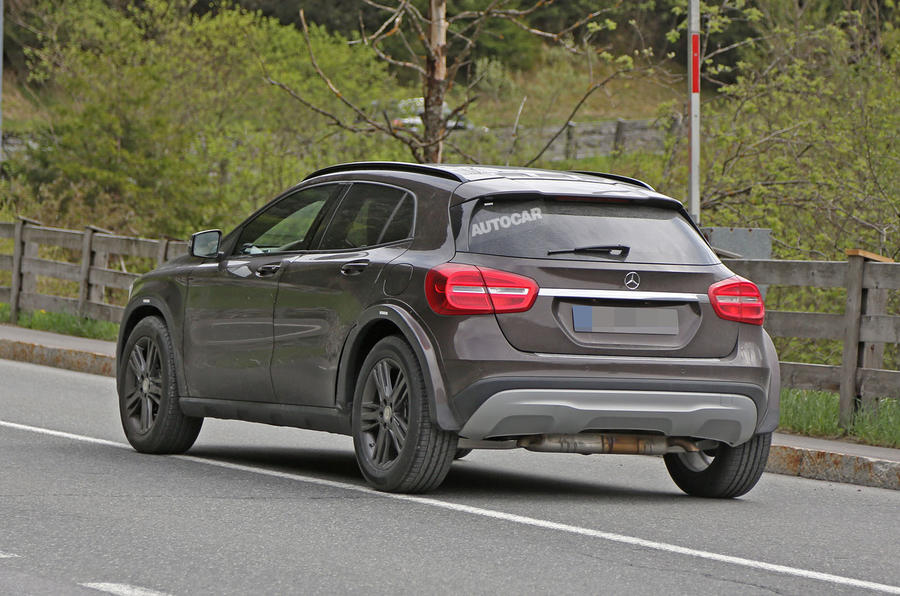 New Mercedes Gla 2019 >> 2018 Mercedes-Benz GLB crossover - first spy shots | Autocar