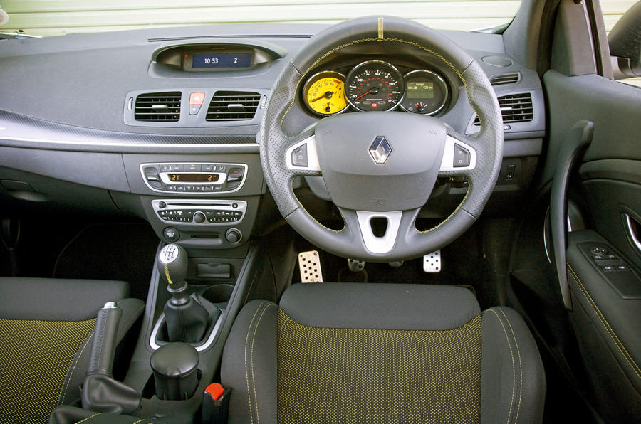 Renault Megane RS 2010 - steering wheel