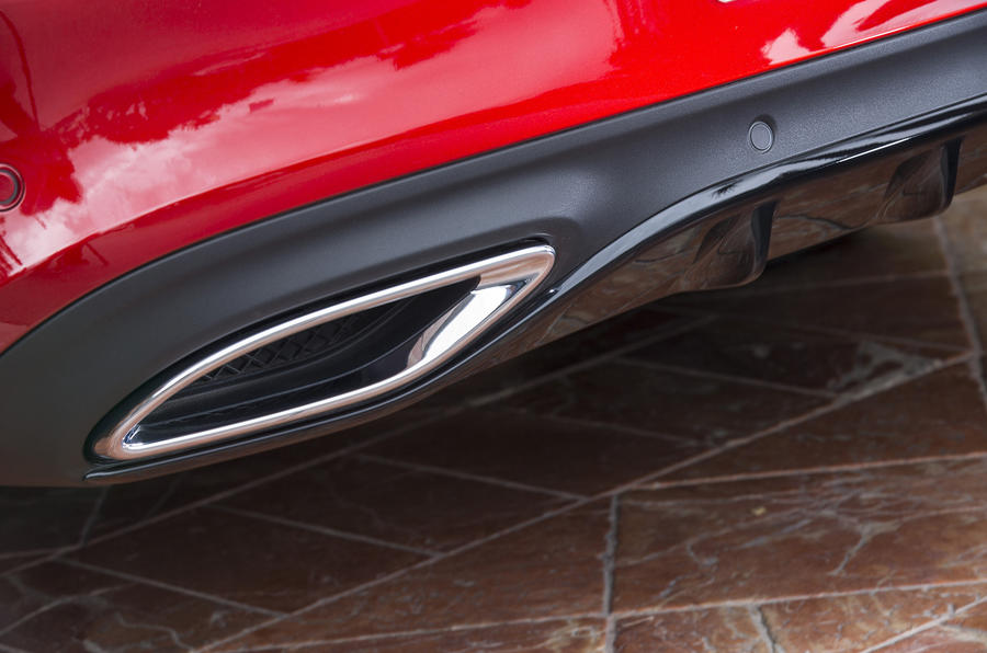 Mercedes-Benz C-Class Coupé exhaust tip