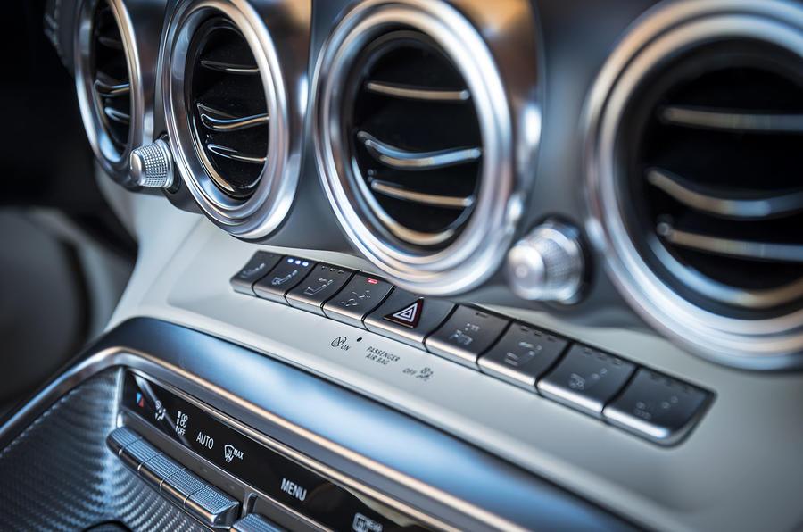Mercedes-AMG GT Roadster switchgear