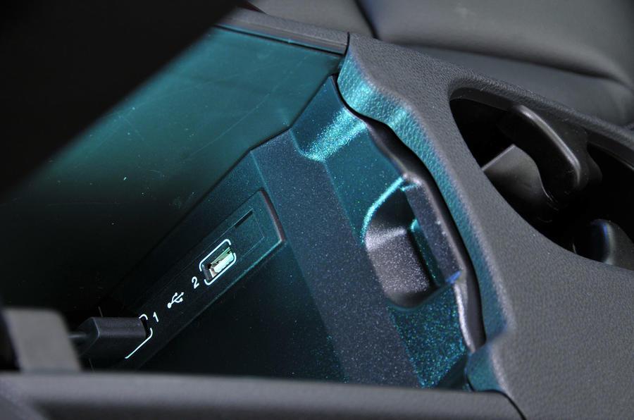 Mercedes-Benz B-Class USB ports