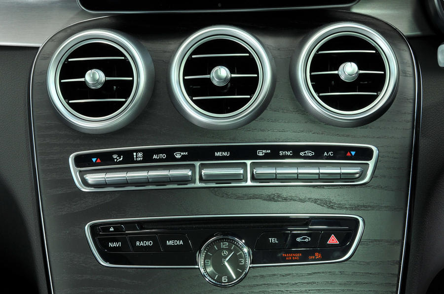 Mercedes-Benz C 250 d Coupé centre console