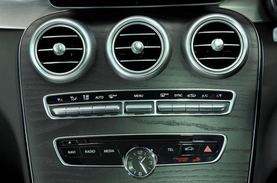 Mercedes-Benz C 250 d Coupé centre console