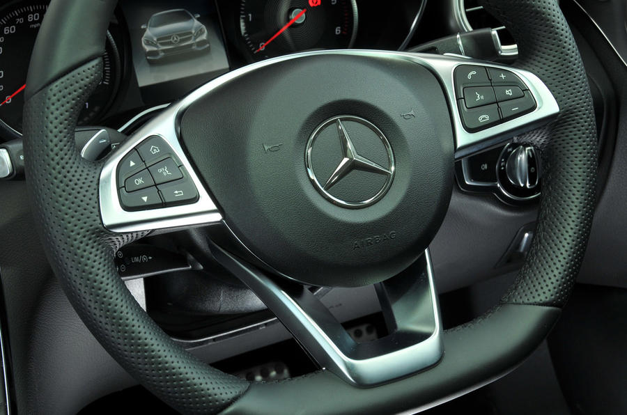 Mercedes-Benz C 250 d Coupé steering wheel