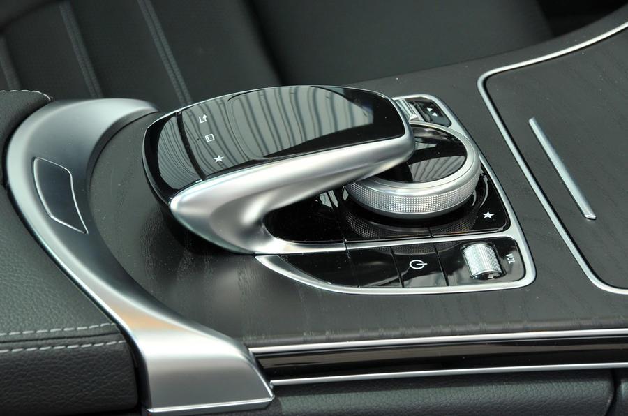 Mercedes-Benz C 250 d Coupé infotainment controller
