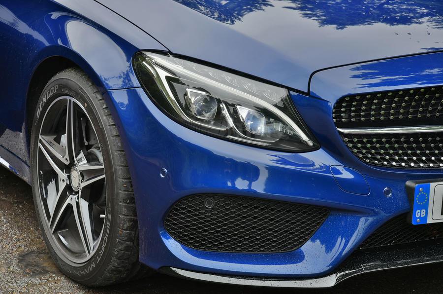 Mercedes-AMG C 43 bi-xenon headlights