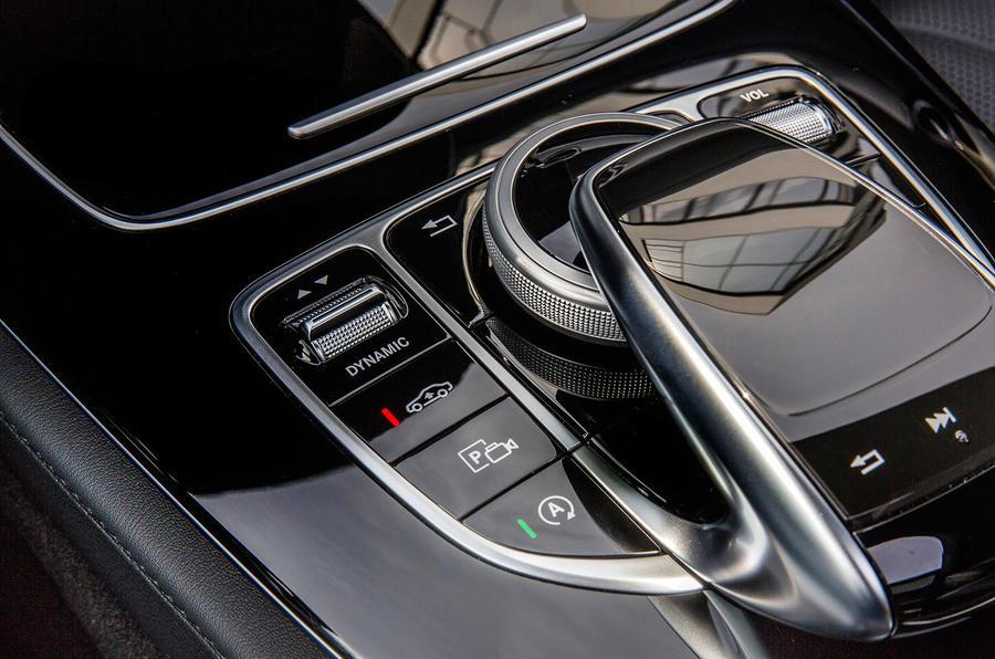 Mercedes-Benz E 220 d infotainment controller