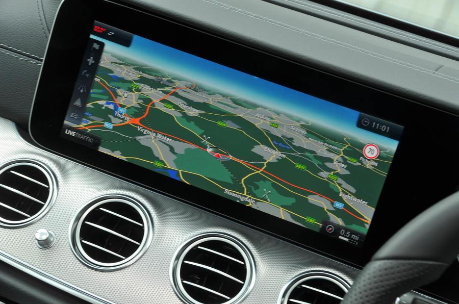 Mercedes-Benz E 350 d COMAND infotainment