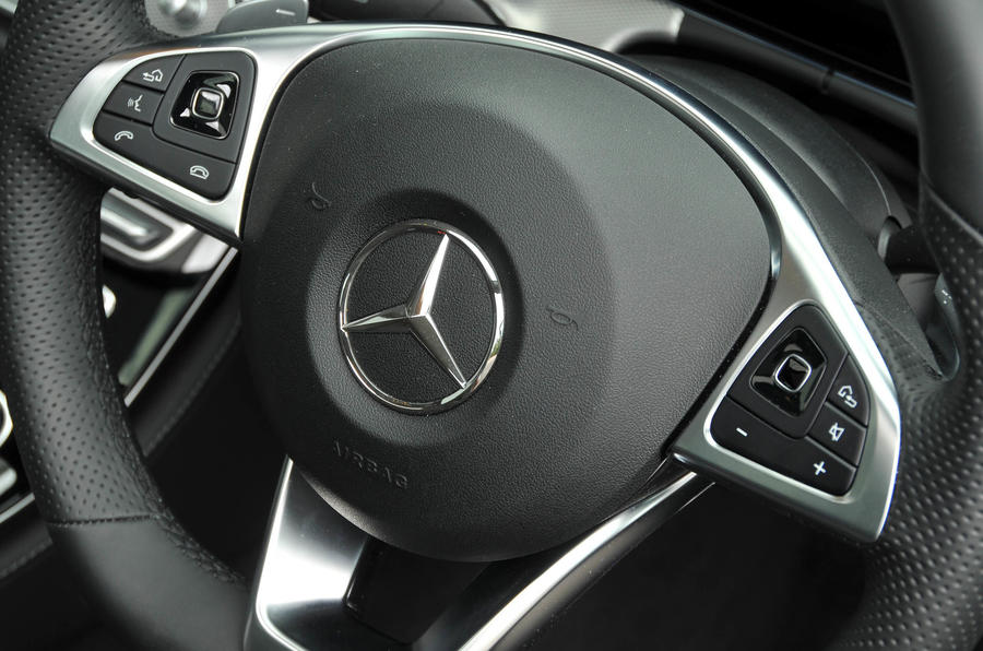 Mercedes-Benz E 350 d steering wheel