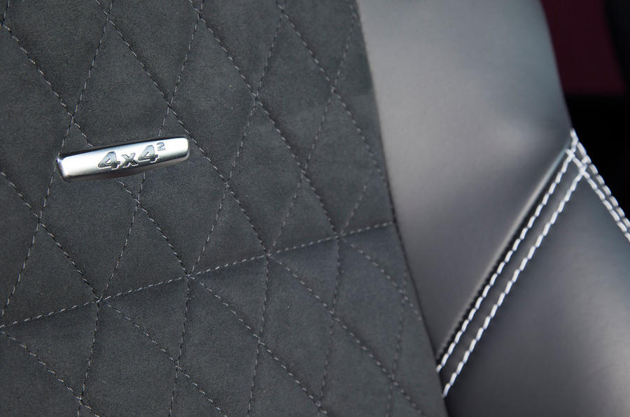 Mercedes-Benz G 500 4x4 badging