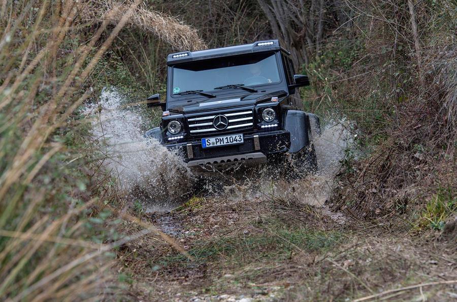Mercedes-Benz G 500 wading