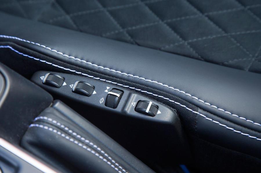 Mercedes-Benz G 500 adjustable seat controls
